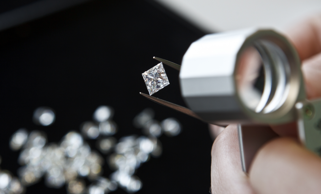 Find a diamond buyer in downtown Chicago