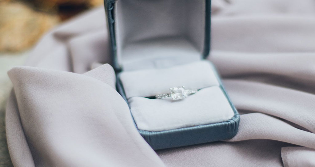 How and Where to Sell an Engagement Ring in Chicago Seller's Guide3